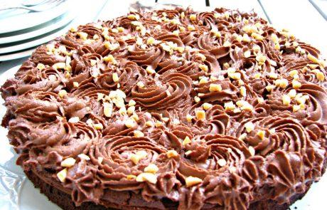 עוגת סופלה שוקולד עם פרחי גנאש שוקולד מוקצף