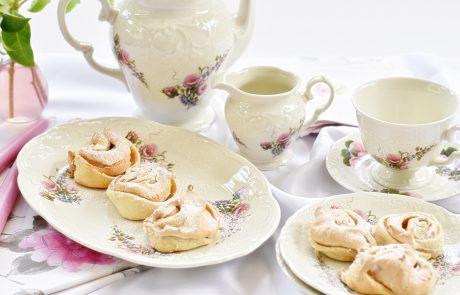 עוגיות שושנים במילוי מרנג תותים