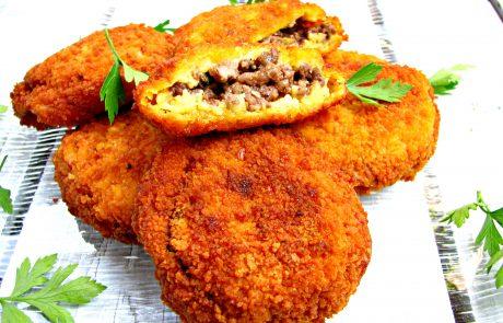 קציצות תפוחי אדמה ממולאות בשר בקר ובנגיעות שומן כבש