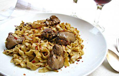 כבדי עוף על פסטה פטוצ'יני תוצרת בית