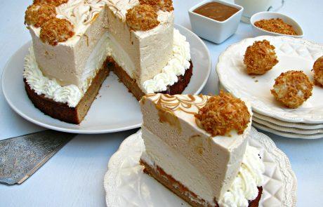 עוגת מוס ריבת חלב ומוס קוקוס על בסיס פאדג' ריבת חלב