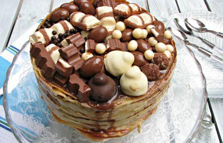 עוגת חביתיות, קרם פטיסייר וקינדר בואנו או עוגת יום ההולדת של חורצ'ק