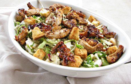סלט כרוב וחזה עוף ברוטב בלסמי או סלט שהוא ארוחה שלמה
