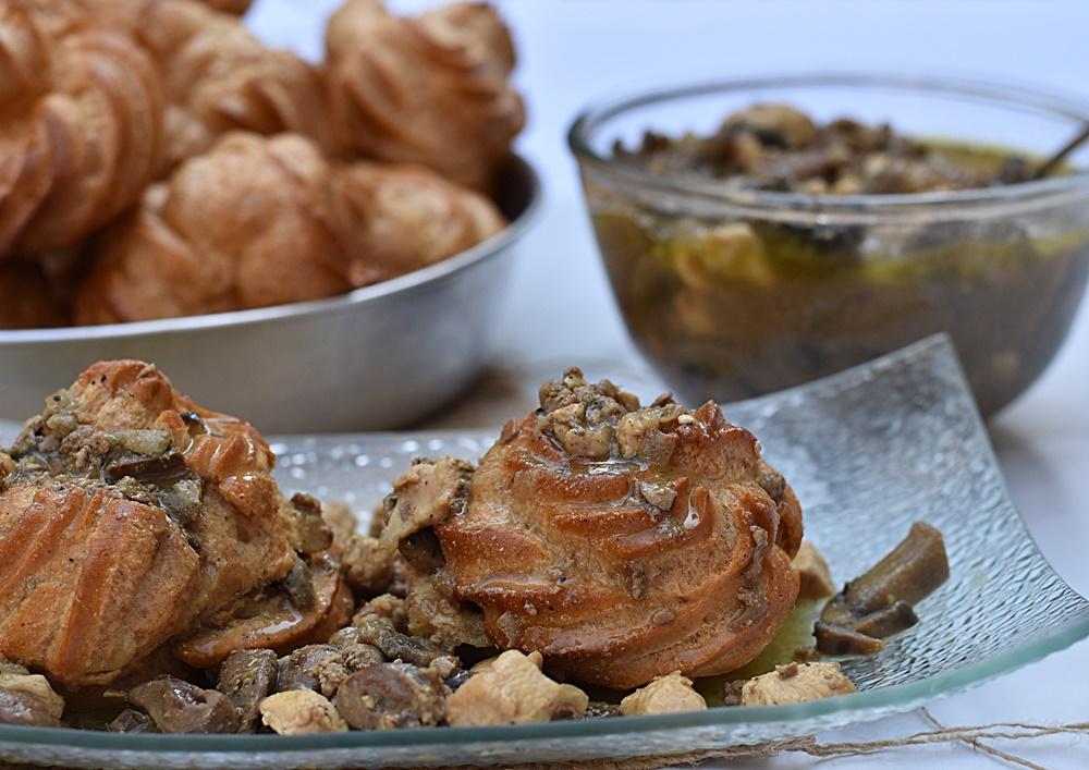 פחזניות ברוטב כבדי עוף, לבבות, חזה עוף ופטריות