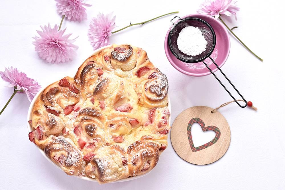 עוגת שמרים, גבינה ותותים לבבית במיוחד