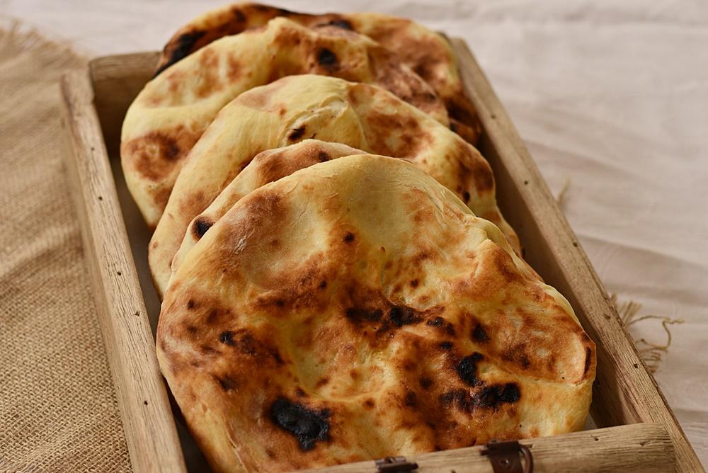 לחם מרוקאי - פרנה אפוי על חלוקי נחל