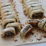 עוגיות מגולגלות מבצק קוקוס ושקדים (כשר לפסח)