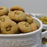 עוגיות טחינה עם פיסטוקים
