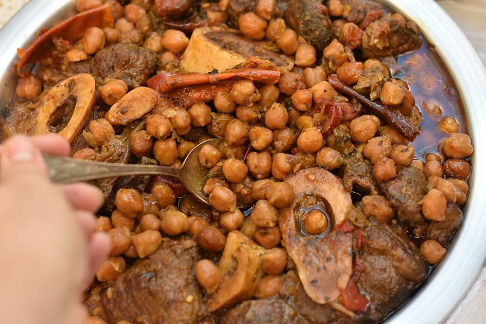 תבשיל בשר וגרגרי חומוס פיקנטיים