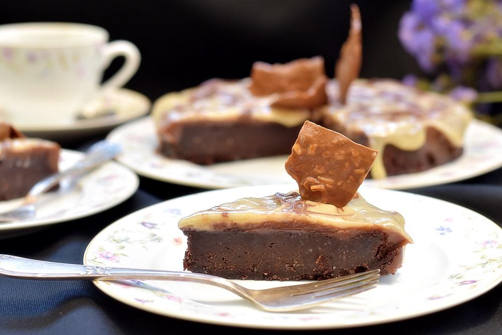 עוגת שוקולד שוקולדית במיוחד