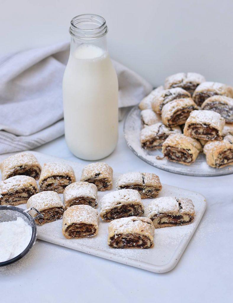 עוגיות תמרים ואגוזים מגולגלות