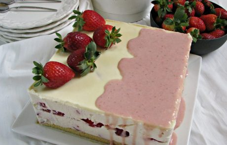 עוגת גבינה קרה עם תותים