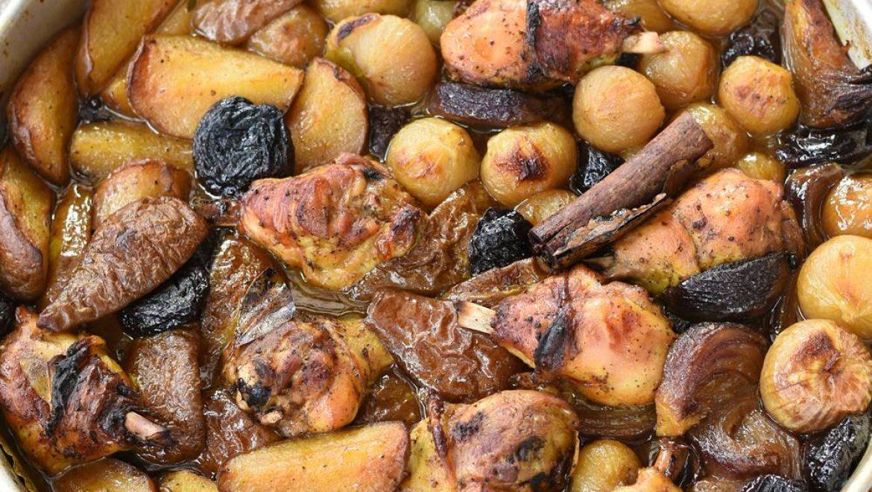 תבשיל עוף עם אגסים, בצלים ושזיפים