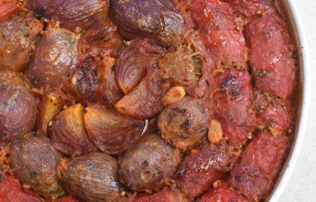 פלפלים קלויים ובצל סגול ממולאים ואפויים בתנור
