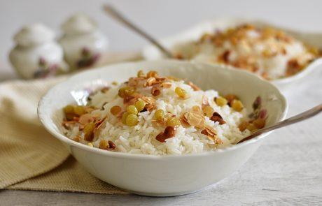 אורז חגיגי עם שקדים, קשיו וצימוקים