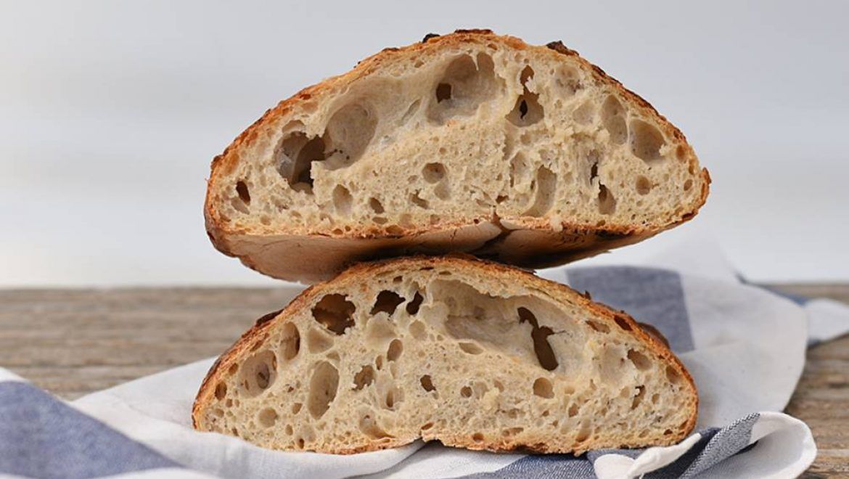 לחם ללא לישה אפוי בסיר ג'חנון