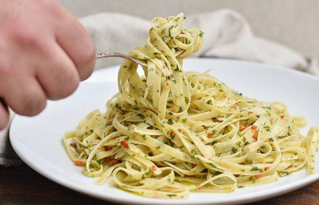 פסטה ברוטב שמן זית, שום וצ'ילי – אליו א אוליו (מנה מושלמת ב -10 דקות)