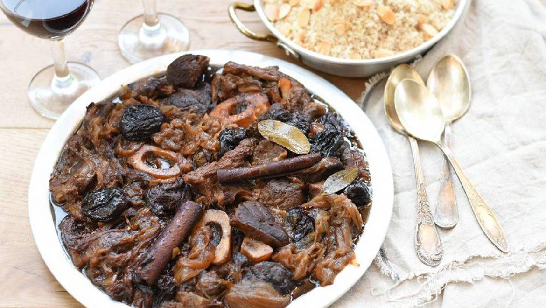 בשר עם בצל ושזיפים ביין לבן