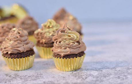 קאפקייקס שוקולד וקצפת מושלמים
