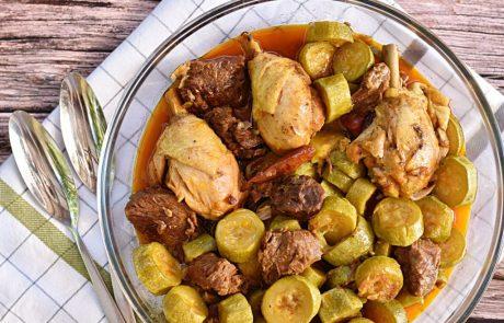 תבשיל קישואים מבושלים עם בשר ועוף