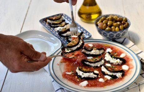 חצילים במילוי גבינות ברוטב עגבניות טריות