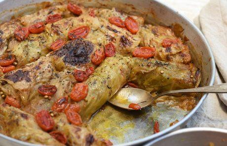 כרוב ממולא בשר ואורז אפוי בתנור
