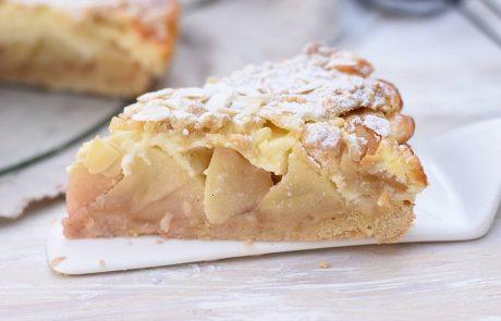 עוגת גבינה עם תפוחים ושטרוייזל