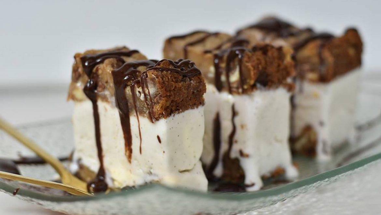 עוגת שוקולד צ'יפס וגלידת וניל ביתית