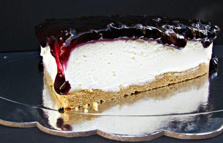 עוגת גבינה ואוכמניות מיתולוגית