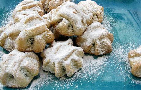 עוגיות מעמול ממולאות תמרים ואגוזים