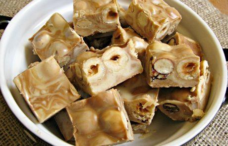 ממתק שוקולדים, טחינה ואגוזי לוז מנומר